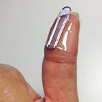 親指にくっつけたところです。